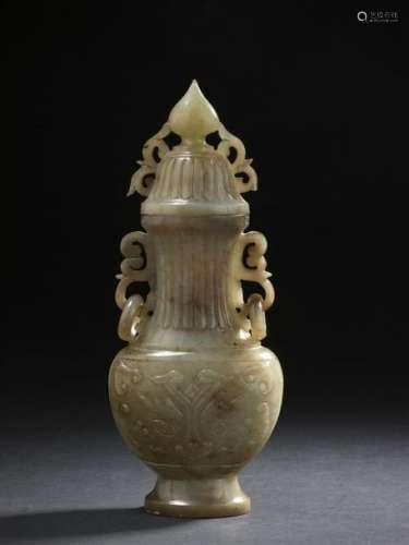 Vase couvert en jade gris Chine, XIXe siècle Balus...;