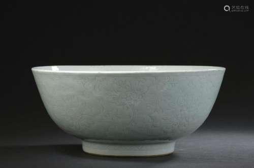 Grande coupe en porcelaine céladon pâle Chine, XVI...;