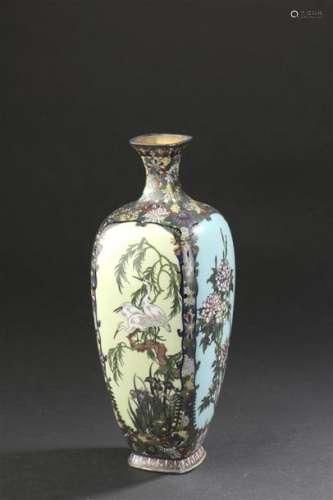 Vase en cloisonné miroir Japon, fin de l'époque Me...;