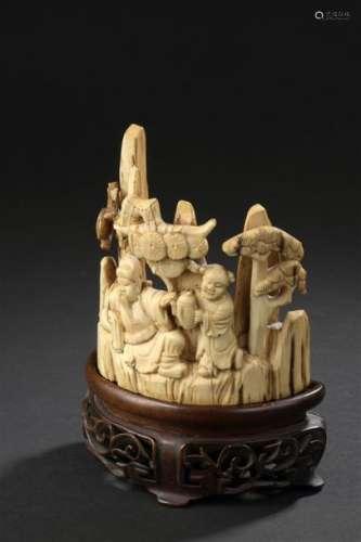Groupe en ivoire sculpté Chine, début du XXe siècl...;