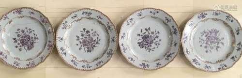 Quatre assiettes en porcelaine de la Compagnie des...;