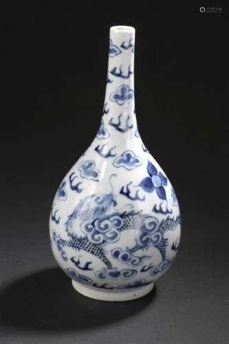 Vase en porcelaine bleu blanc Vietnam, XIXe siècle...;