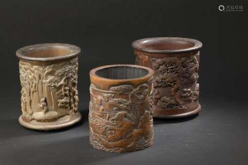 Trois pots à pinceaux en bambou Chine, XXe siècle ...;