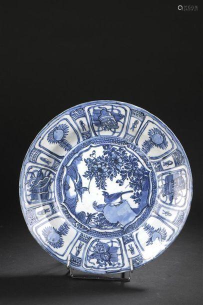 Plat en porcelaine bleu blanc, Kraak Chine, époque...;