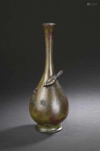 Vase en bronze Japon, XIXe siècle Piriforme, la pa...;