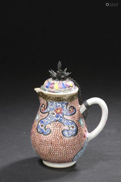 Pot à lait couvert en porcelaine famille rose Chin...;