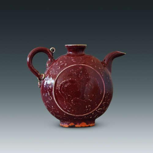 红釉龙纹扁壶