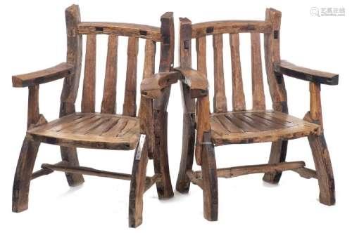 Paire de fauteuils rustiques de la vallée d'Aoste
