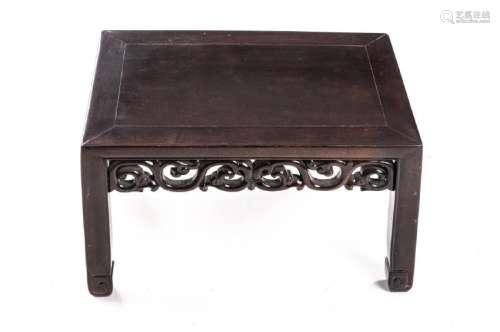 Table basse de Chine en bois de fer. XIXe.