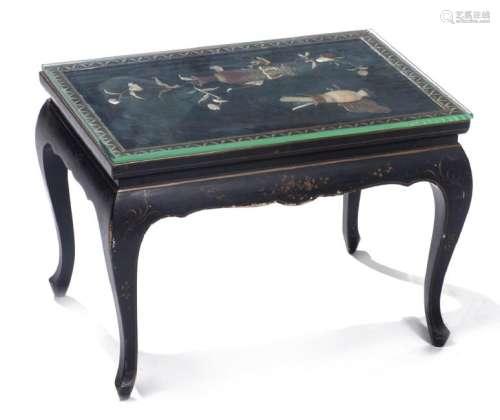 Petite table basse en laque de Chine noire