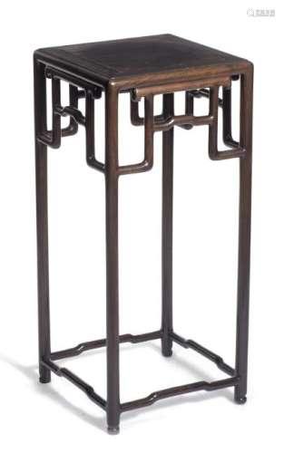 Sellette de Chine en bois de fer à entretoises à coudes