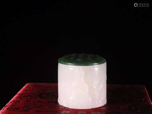 A SET OF HETIAN JADE RING AND BOX