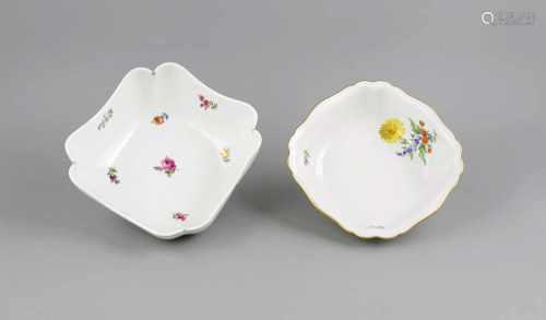 Zwei Kartoffelschalen, Meissen, polychrom bemalt, Schale mit Streublumen, Marke 1850-1924,1. W.,