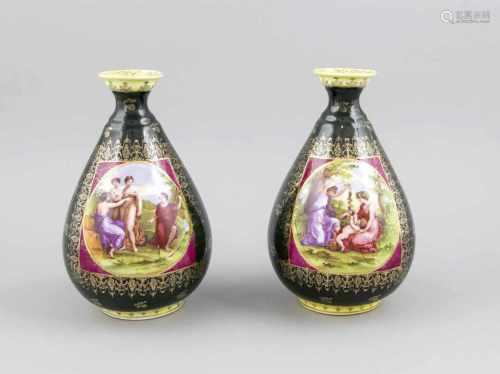 Zwei Vasen, Thüringen, 20. Jh., Wiener Manier, bauchige Flaschenform, polychromer Dekormit