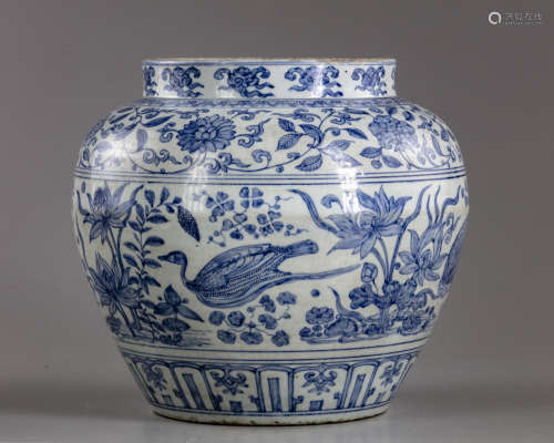 A Chinese blue and white 'ducks and lotus' jar