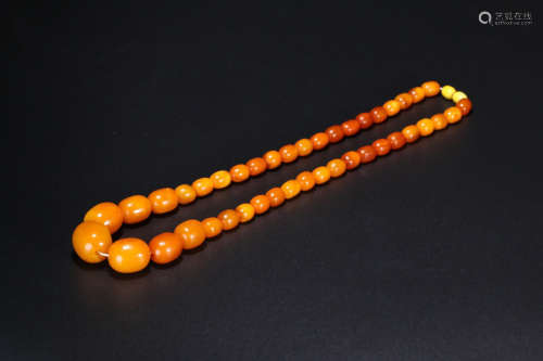 A OLD AMBER NECKLACE