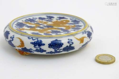 A Chinese decorative stand for a vase/bowl, decorated