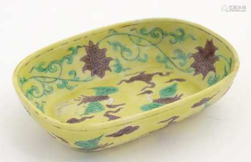 A small Chinese dish decorated with stylised birds,