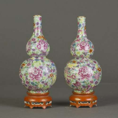 A PAIR OF FAMILLE ROSE DOUBLE-GOURD 'FLORAL' VASES