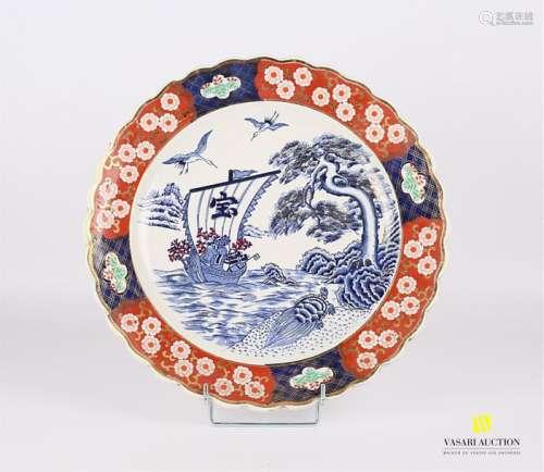 CHINE Plat en porcelaine de forme ronde à décor di…