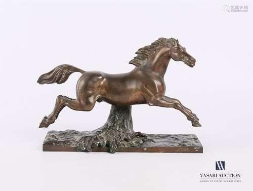 ANONYME (XXème siècle) Cheval galopant Bronze à pa…
