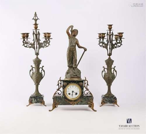 Garniture de cheminée en régule et marbre comprena…