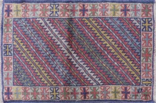 KORDY Descente de lit en laine à décor de zig zag …