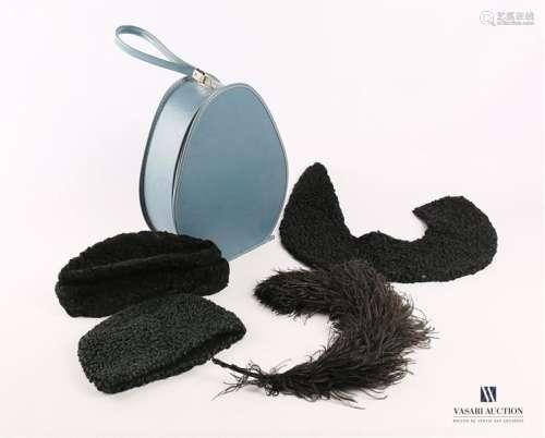Boite à chapeau en cuir bleu. On y joint deux bonn…