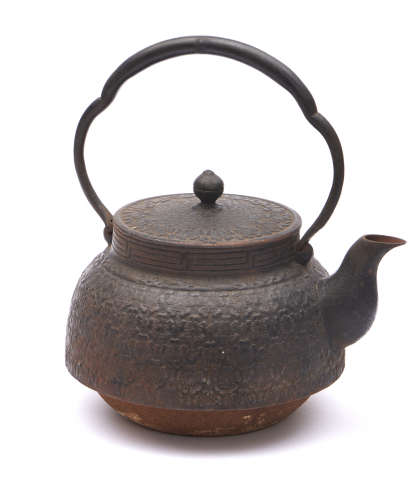 Large iron tetsubin-kettledecorated with a cherry-blossom low relief