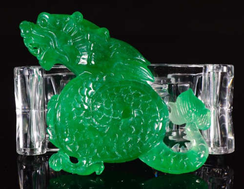 A JADEITE CARVED DRAGON PATTERN PENDANT