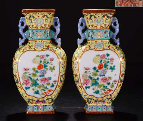 A QIANLONG MARK YELLOW BACK GROUND FAMILLE ROSE FLOWER PATTERN TWO EARS HANGING VASE